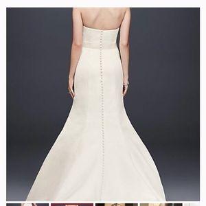 David's Bridal ivory wedding gown, size 6 NWT